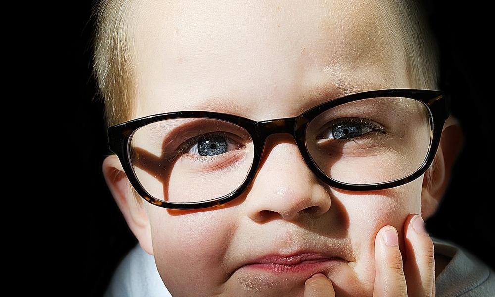 ผลการค้นหารูปภาพสำหรับ รูปเด็กใส่แว่น